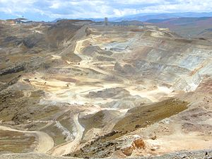 "Gold-mine ""Yanacocha"" bei/ near Caja..."