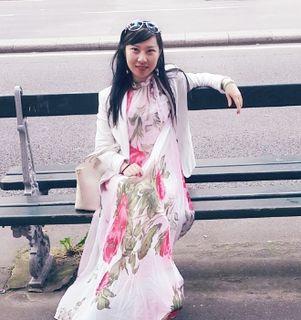 Yilin Zhong Chinese writer