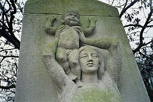 Zorgvlied (cemetery) - Moedermonument