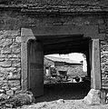 """""""Kalonja"""" (portal) in pogled na dvorišče (""""borjač""""), Misliče 1955.jpg"""