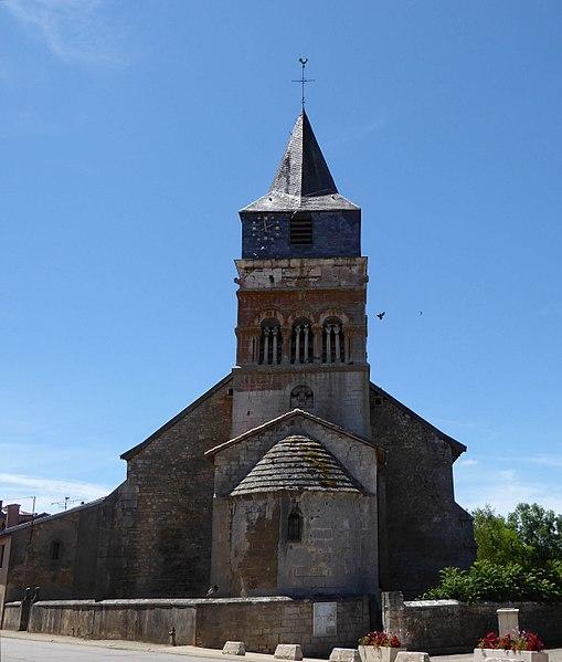 Chevet et clocher de l'église Saint-Brice d'Autreville dans le département des Vosges en France.