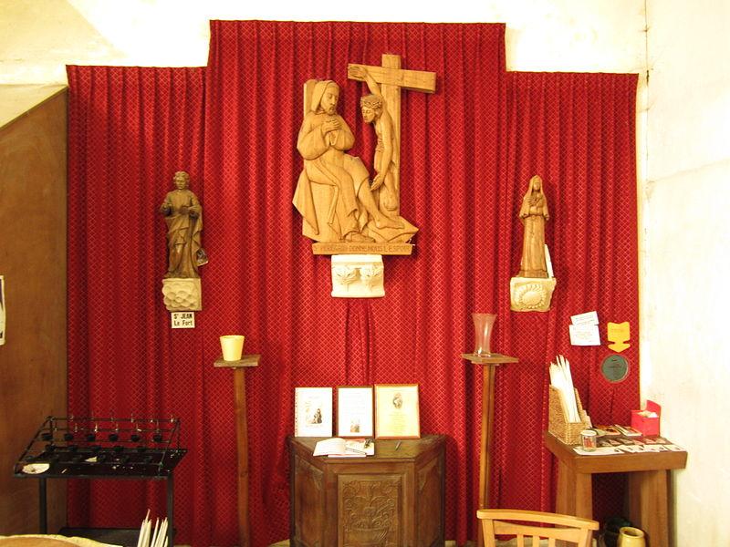 église Saint-Martin de fr:Saint-Martin-d'Aubigny Saint Pérégrin  statue de Saint Jean le Fort à gauche  Statue Sainte Rita à droite