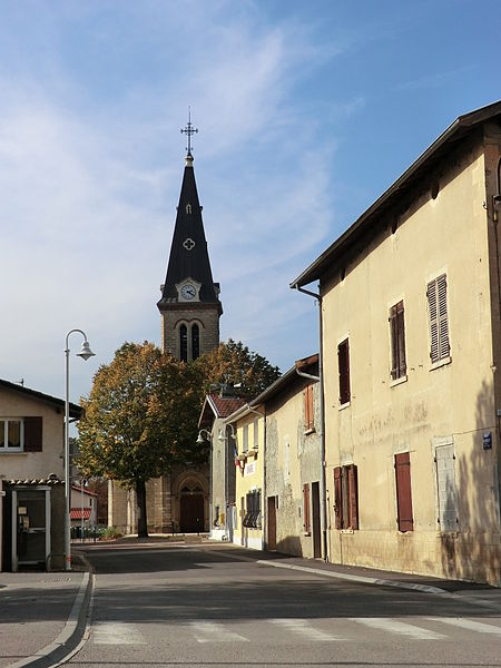 Église de Niévroz, rue Benoît-Bressat.