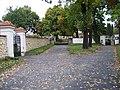 Řepy, hřbitov, vstupní branky.jpg