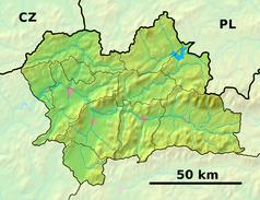 """Mapa konturowa kraju żylińskiego, na dole nieco na prawo znajduje się punkt z opisem """"ujście"""""""