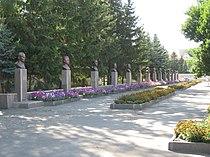Галерея с бюстами героев Великой Отечественной Войны, 2009 год - panoramio.jpg