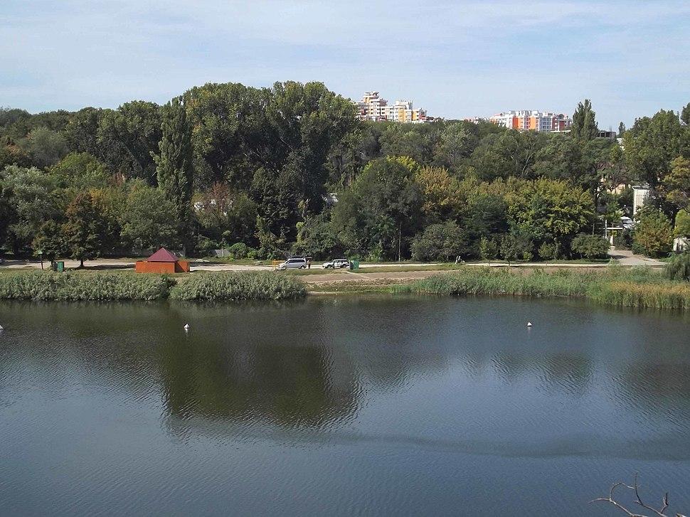 Кишинёв. Озеро в Долине Роз.