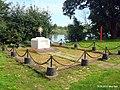 Могила возле церкви - panoramio.jpg