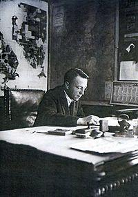 С.Я Соколов за рабочим столом.jpg