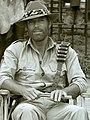 יוני המנחם וריצ'רד צ'מברלין במכרות המלך שלמה בזימבבווה (cropped).jpg