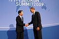 นายอภิสิทธิ์ เวชชาชีวะ นายกรัฐมนตรีของไทย ถ่ายภาพร่วมก - Flickr - Abhisit Vejjajiva.jpg