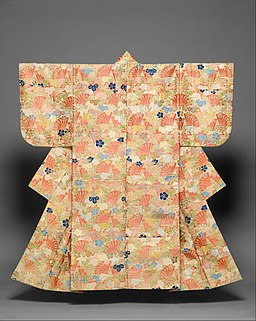 白地檜扇夕顔模様唐織-Noh Costume (Karaori) with Pattern of Cypress Fans and Yūgao Blossoms MET DT2913