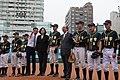 04.06 總統視察「新竹市立棒球場」,前往內野區觀看成德高中棒球隊選手練球,並致贈簽名球棒 (33871157095).jpg