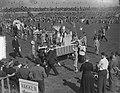 100 jaar Kromstaf. Stadion De Galgewaard. Optocht. Kinderpaus met Zwitserse gard, Bestanddeelnr 905-7297.jpg