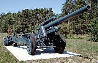 15 cm sFH 18 - Preserved sFH 18 howitzer at CFB Borden