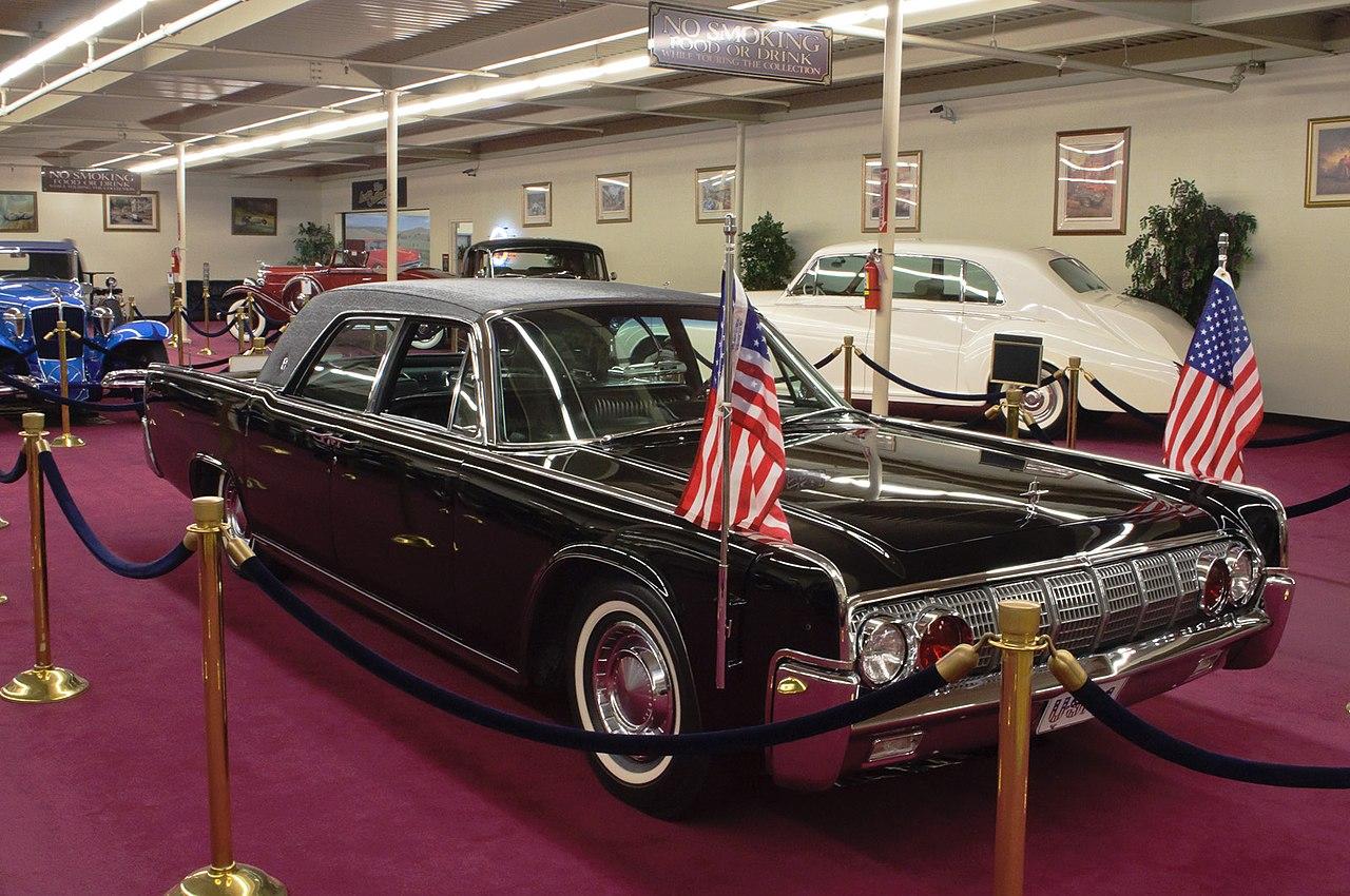 file 1962 lincoln continental towne limousine president. Black Bedroom Furniture Sets. Home Design Ideas