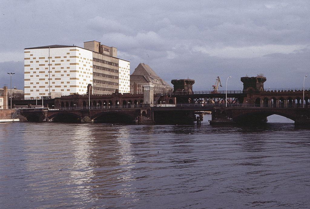 19891029f Oberbaumbrücke