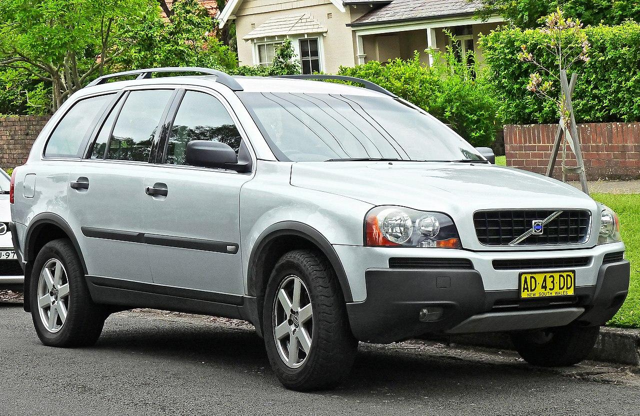2005 Volvo XC90 (P28 MY05) 2.5 T wagon (2011-11-18) 01.jpg