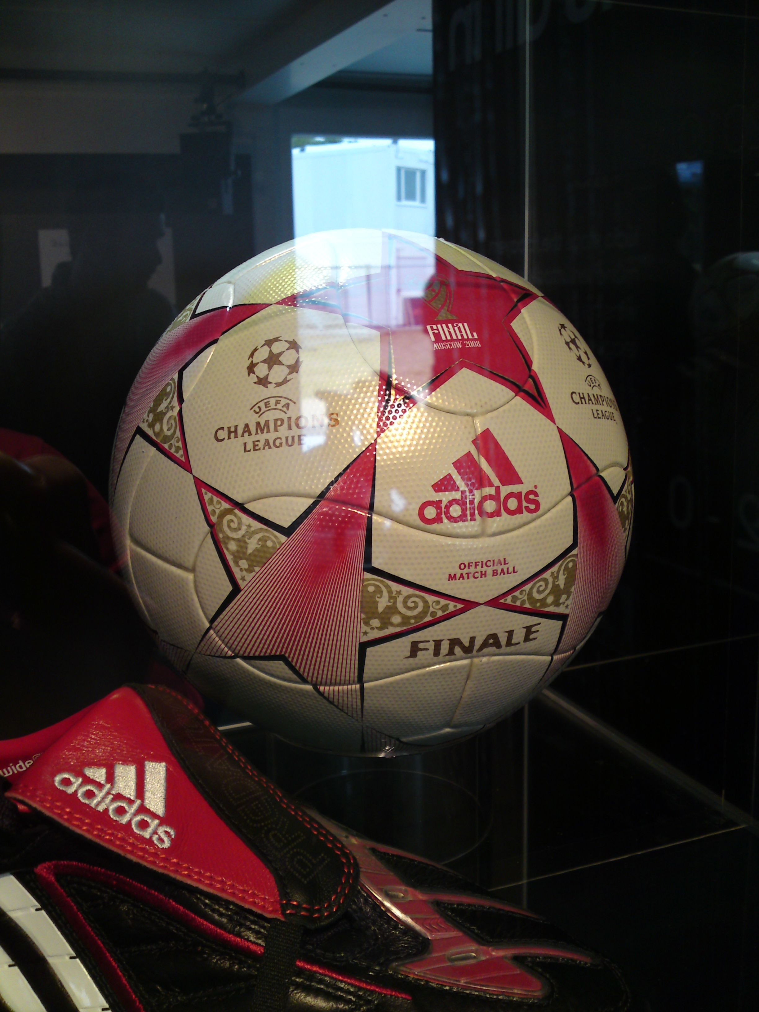 file 2008 uefa champions league final ball uefa champions festival jpg wikimedia commons file 2008 uefa champions league final
