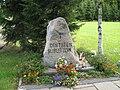 2011-08 315 Bobolice, kamień pamiątkowy na cmentarzu (Bublitz Friedhof).jpg