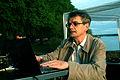 2012-05-09 (02) Karljosef Kreter bei der Vorbereitung der Bild- Ton- und Videopräsentation.jpg