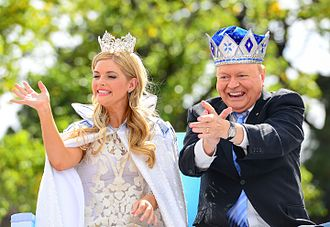 Bert Newton - Moomba monarchs for 2014 – Lucy Durack and Newton.