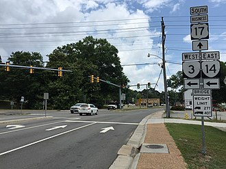 Special routes of U.S. Route 17 - View south along US 17 Bus at SR 3 and SR 14 in Gloucester Courthouse