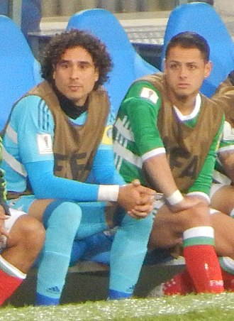 Javier Hernández - Hernández on the bench with teammate Guillermo Ochoa at the 2017 FIFA Confederations Cup