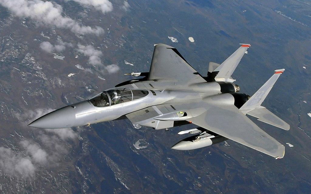 性能と実績は折り紙つき、のF-15。