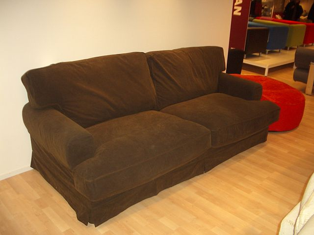 file a brown sofa 2005 03 03 jpg wikimedia commons
