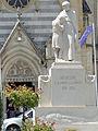 Aiguillon - Monument aux morts.JPG