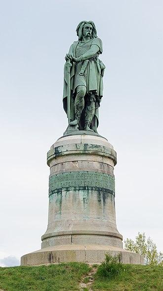 Alise-Sainte-Reine - Image: Alise Sainte Reine statue Vercingetorix par Millet