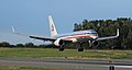 American Airlines 757 landing at ANC (6624452487).jpg