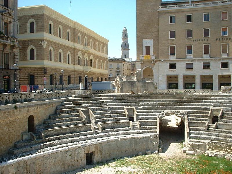 File:Anfiteatro romano Lecce.jpg - Wikimedia Commons