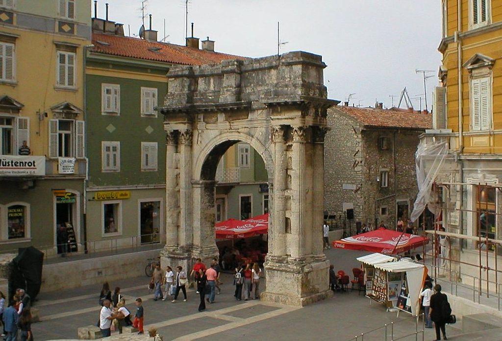 El Arco de los Sergios. Fuente