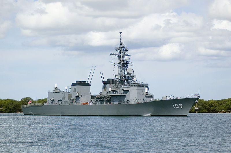 https://upload.wikimedia.org/wikipedia/commons/thumb/4/46/Ariake_%28DD_109%29_pulls_into_Pearl_Harbor.jpg/800px-Ariake_%28DD_109%29_pulls_into_Pearl_Harbor.jpg