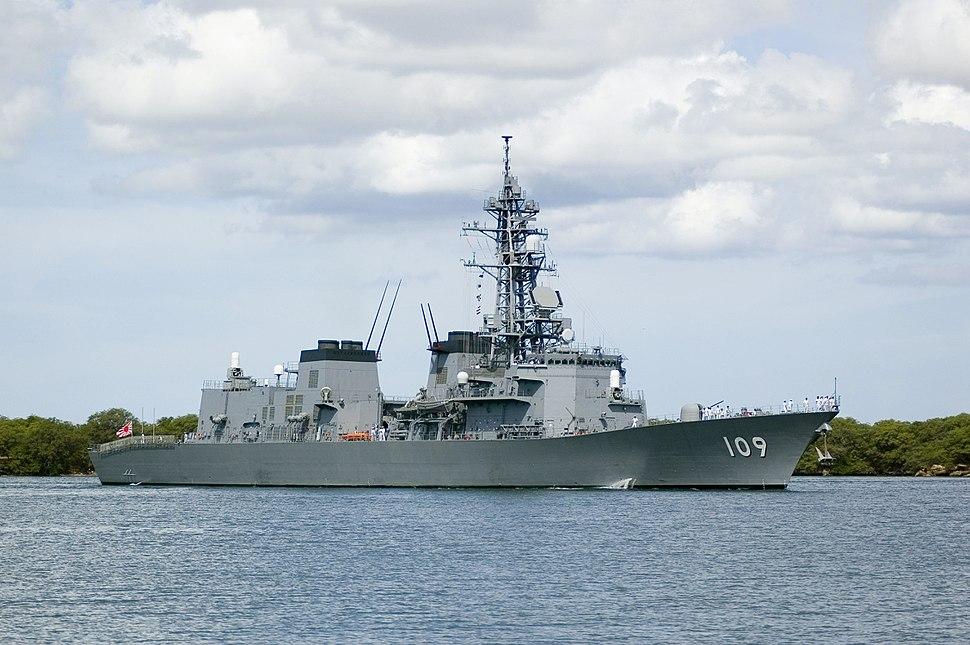 Ariake (DD 109) pulls into Pearl Harbor