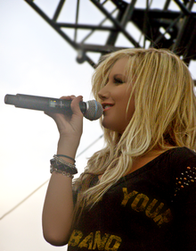 Ashley Tisdale di tahun 2009.
