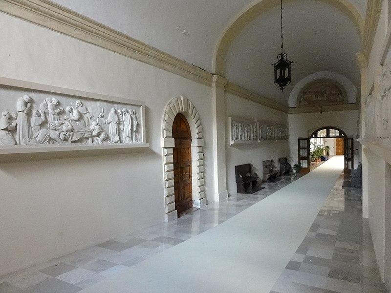 File:Assisi, Sacro Convento, Ingresso.JPG