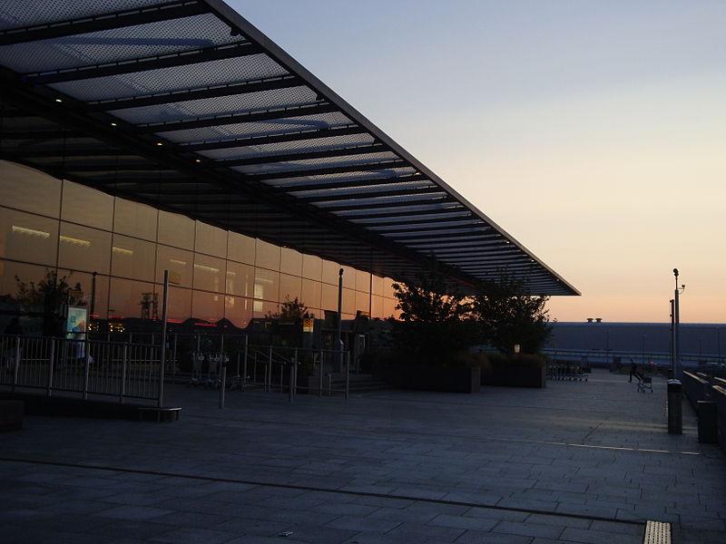 File:Au Morandarte Flickr Morning Terminal 4! (14625057279).jpg