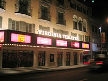 Photo of Virginia Theatre-markezo en 2002 montrante Flower Drum Song-diskonigmaterialojn