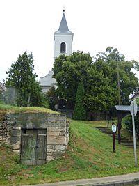 Az únyi református templom távlati képe.jpg