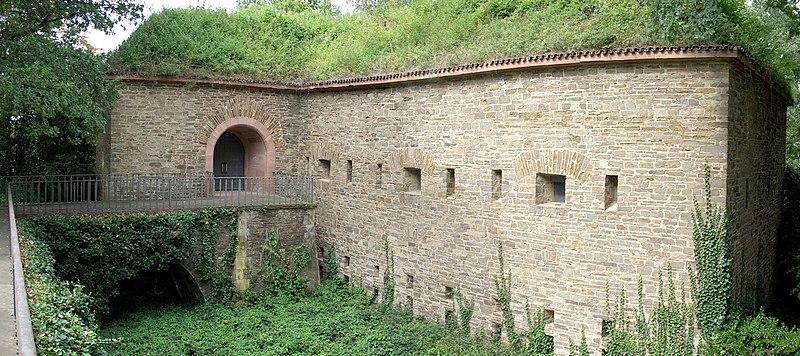 Autour de Koblenz ; fortifications, chateaux, monuments ... 800px-Batterie_H%C3%BCbeling_Koblenz