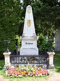 Beethovens Grab 2004.jpg