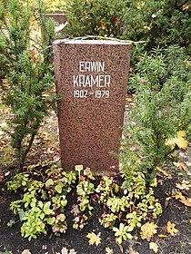Berlin Friedrichsfelde Zentralfriedhof, Pergolenweg - Kramer, Erwin.jpg
