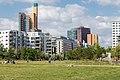 Blick vom Gleisdreieck-Park zum Potsdamer Platz in Berlin.jpg