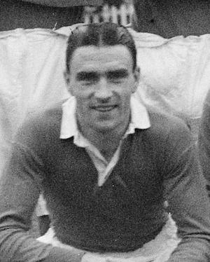 Bobby Campbell (Scottish footballer) - Campbell in a Chelsea team photo, November 1947
