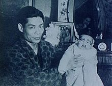 Bruce Lee with his father 1940s.jpg