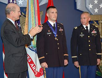 Distinguished Service Cross (United States) - 1LT Walter B. Jackson receiving the Distinguished Service Cross