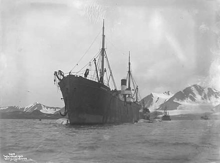 A 1906 photograph of the Norwegian whaling factory ship Bucentaur in Bellsund, Spitsbergen Bucentaur i Bellsund 1906-08-17.jpg